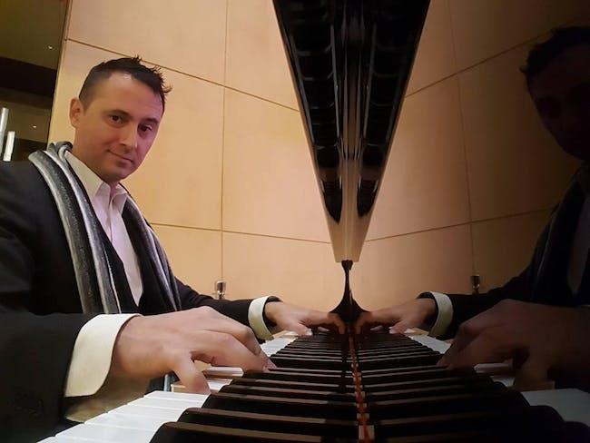 Pianoman Dario returns to Nellie's Rooftop