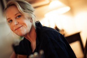 Mary Chapin Carpenter - One Night Lonely Live from Wolf Trap