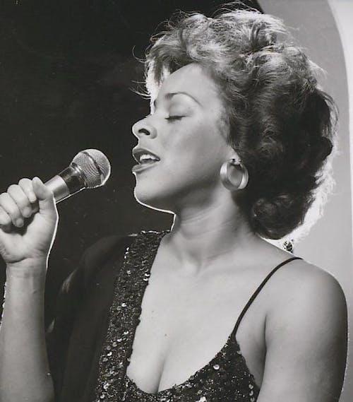 Shirley Nanette & The Albina Soul Revue Band