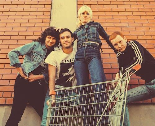 Amyl and the Sniffers, Nick Cage, Sähd Wyte Guyz