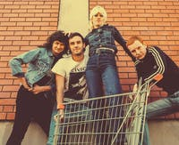 Amyl  and the Sniffers, No Love, De()t