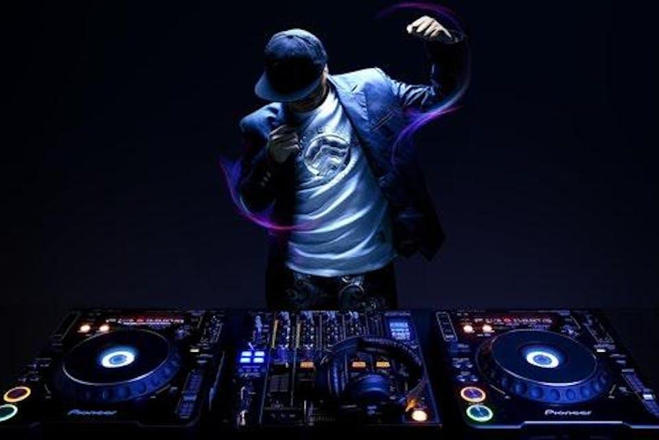 DJ KellyFrost, DJ Weiyu Shen