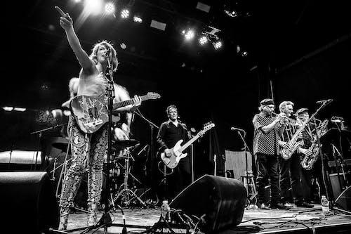 Sue Foley & Friends featuring Mike Flanigin, Derek O'Brien & Texas Horns