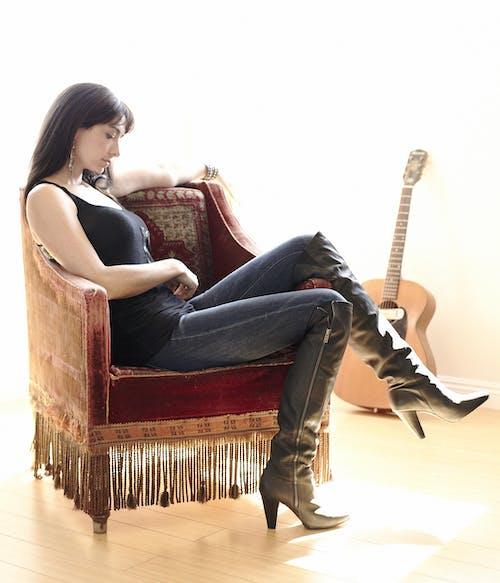 Kara Grainger with The Shelley King Band