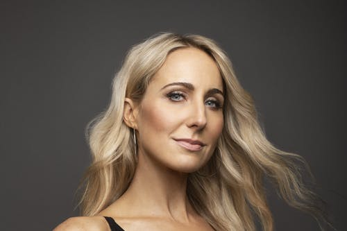 Nikki Glaser - Bang It Out