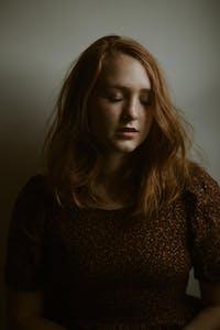 Bella White, Lys Guillorn