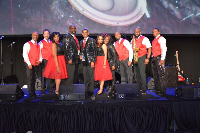 Earth, Wind & Fire Tribute (feat. The Ray Howard Band) | Selling Out!